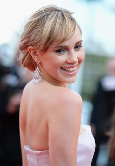 Pin for Later: How to Make the Most of Your Fringe When You Wear Your Hair Up Suki Waterhouse Soft Updo, Suki Waterhouse, Famous Faces, Up Hairstyles, Beautiful Outfits, Your Hair, Celebrity Style, Hair Makeup, Hair Beauty