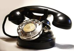 """Very old original French Phone of the '20s, metal and black bakelite, 9.8"""" x 5.9"""". The numbers are on enameled metal."""