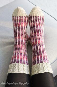 Easy Knitting Patterns, Knitting Charts, Knitting Designs, Knitting Socks, Knit Art, Knit Basket, Fabric Yarn, Wool Socks, Yarn Crafts
