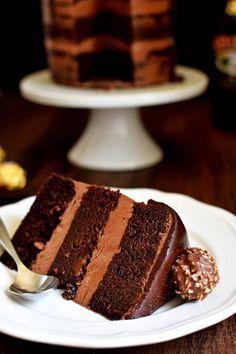 Chocolate Hazelnut Semi Naked Cake with Dark Chocolate Ganache - Pepper Delight Chocolate Naked Cake, Chocolate Hazelnut Cake, Chocolate Toffee, Chocolate Heaven, Chocolate Cakes, Chocolate Lovers, Turntable Cake, Crunch Cake, Homemade Cake Recipes