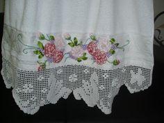 toalha de banho com barrado em crochê
