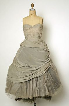Grey silk and tulle evening dress by Charles James Grey, 1950. Image © The Metropolitan Museum of Art