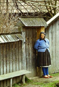 Risultati immagini per tara lapusului Transylvania Romania, Old Mother, Communism, Places Around The World, Old Women, Turkey, Traditional, People, Photography