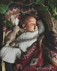 Sugarloaf is a unique online baby shop based in Brooklyn - New York, that sells Organic Baby Clothes, Toys & Accessories for babies & toddlers. Baby Design, Little Babies, Cute Babies, Designer Baby, Organic Baby Clothes, Jolie Photo, Everything Baby, Baby Family, Baby Kind