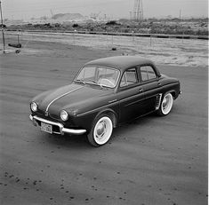 Renault Dauphine Images et photos - Getty Images Fiat 500, Classic Cars, Automobile, Garages, Photos, France, Vehicles, Collection, Black