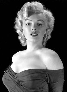 Marilyn Monroe - Expolore the best and the special ideas about Marilyn monroe Arte Marilyn Monroe, Marilyn Monroe Portrait, Marilyn Monroe Quotes, Vintage Hollywood, Hollywood Glamour, Hollywood Actresses, Classic Hollywood, Divas, Actrices Hollywood