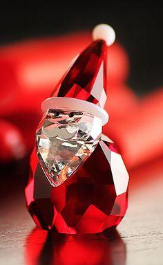 Swarovski Santa Claus Figurine Z Swarovski Ornaments, Swarovski Crystal Figurines, Swarovski Crystals, Magical Jewelry, Glass Figurines, Glass Animals, Crystal Collection, Red Christmas, Decoration