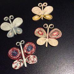Farfalle realizzate con cannucce di carta di giornale
