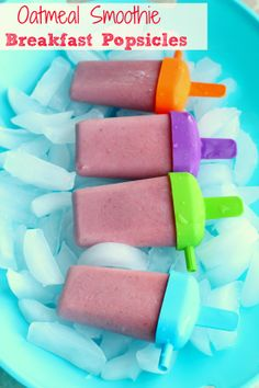 Strawberry banana and oatmeal smoothies turned into breakfast popsicles for kids! (Icecream Recipes For Kids) Breakfast Popsicles, Smoothie Popsicles, Smoothie Prep, Breakfast Smoothies, Eat Breakfast, Smoothie Recipes, Breakfast Ideas, Banana Popsicles, Banana Breakfast