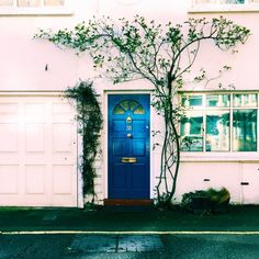 """Blue door bathing in the sunlight  #doors #doors #housesofldn #housesofldn_doors #prettycitylondon #prettylittlelondon #seemycity #shutup_london…"""