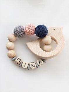 Greifring aus Holz mit umhäkelten Holzperlen, personalisierbar als Geschenk / wooden customizable rattle for babys made by My Diy Love via DaWanda.com