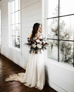 romantic summer wedding bouquet
