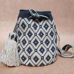Tapestry Crochet Patterns, Bead Loom Patterns, Mochila Crochet, Crochet Beret, Tapestry Bag, Crochet Purses, Jewelry Photography, Loom Beading, Crochet Crafts