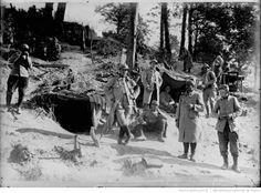 Cagnas en Argonne [campement dans un bois] : [photographie de presse] / [Agence Rol]