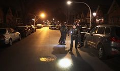 ILLINOIS... Chicago police officer fatally shoots fleeing gunman | Daily Mail Online