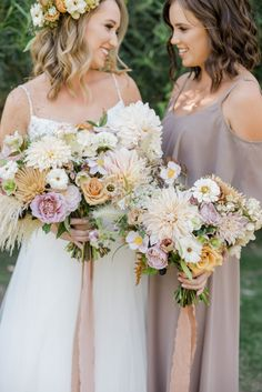 A chic rustic wedding at Calamigos Ranch, bridal bouquet and bridesmaid bouquet with dahlia, wildflowers and pampas grass with taupe ribbon Wedding Flower Inspiration, Diy Wedding Flowers, Bridesmaid Flowers, Floral Wedding, Wedding Colors, Wedding Styles, Bridal Bouquets, Bridal Gowns, Sparkle Wedding