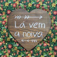 Placa painel em formato de coração para casamentos e festas. Ideal para pajens e daminhas.