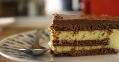 I am in love with this dessert! Ingredients: packets instant vanilla pudding mix milk whipping cream packets chocolate biscuits p. Greek Sweets, Greek Desserts, Pudding Desserts, Party Desserts, Greek Recipes, Eclair Cake Recipes, Pastry Design, Tasty Videos, Eclairs