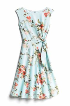 Summer floral wrap dress. Right on trend for 2018. Try Stitch Fix now and get a $25 credit for a limited time!! Perfect put together looks for spring and summer. Sign up for stitch fix today and get amazing pieces delivered straight to your front door by your own personal stylist. Keep only what you love or send it all back. Simply click on the pic to get started. Free shipping both ways! #stitchfix #summeroutfit #summeroutfit #fashioninspiration #summerdress #summerwedding Less