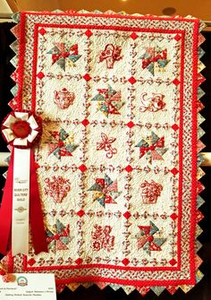 """Good show River City! In random order: Best of Show was """"My Secret Garden"""" by Deborah Ciarla, quilted by Nancy Calhoun. This was entirely hand pieced using the English Paper Piecing met… Quilting Projects, Quilting Designs, Quilting Ideas, Prairie Points, Miniature Quilts, English Paper Piecing, Mini Quilts, Quilt Bedding, Quilt Blocks"""