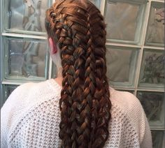 Mermaid style braid (Remind me to see if this can be adapted to dupe Empress Sisi's hairstyle) Classy Hairstyles, Cool Braid Hairstyles, Creative Hairstyles, Loose Hairstyles, Long Hair Designs, Historical Hairstyles, Mermaid Braid, Pretty Braids, Hair Braider