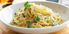 What is spaghetti squash? It's the perfect pasta alternative for those who want to eat less carbohydrates or. Pumpkin Recipes, Vegetable Recipes, Vegetarian Recipes, Healthy Recipes, Veggie Meals, Vegetable Dishes, Free Recipes, Best Spaghetti Squash Recipes, Pasta Alternative