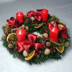 For each the four Sundays leading up to Christmas eve one candle is lit. Christmas Advent Wreath, Christmas Candles, Rustic Christmas, Handmade Christmas, Christmas Time, Christmas Crafts, Christmas Arrangements, Christmas Centerpieces, Christmas Decorations