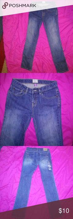 Girls skinny jeans children's place 14 Brand new all my daughter did was pull the main tag off they are children's place skinny straight size 14 very nice pair of jeans Children's Place Bottoms Jeans