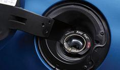 Fiesta 2013 tiene la mejor tecnología Ford, presentando el sistema Easy Fuel® sin tapa que ayuda a emitir menos gases y ahorrar combustible haciendo más práctico el suministro. Además, también es ecológico, ya que el 25% del volumen de materiales utilizados en los asientos, se componen de contenido reciclado. #FordFiesta2013