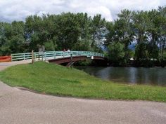 BOISE GREENBELT - Boise, ID: The Boise Greenbelt links over 850 acres of parks and natural areas along the Boise River, including a 25-mile long bicycle and pedestrian path, paved except for a 1.5 mile section from Barber Park downstream.