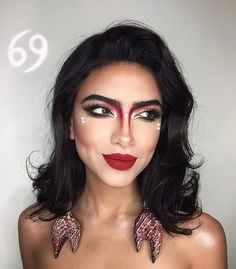 mujer con maquillaje de cancer