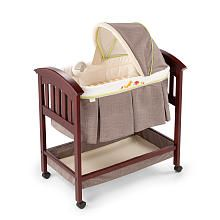 Summer Infant Classic Comfort Wood Bassinet - Fox lke this with yellow crib different what do u think?