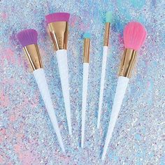 Sneak Peek: Tarte Cosmetics Brush Collection for 2017  • • •  #Repost @hotfiremakeup ・・・ FANTASY @tartecosmetics is making all of our unicorn dreams come true!  SNEAK PEEK at A NEW Brush Collection launching in 2017!! Sooooo cute! ------------------------------------------ Follow me to stay updated on the latest makeup news, product launches, restock alerts & more! Also, tag or DM me to share MAKEUP NEWS to help build the #hotfiremakeup community!