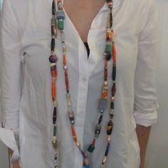 Ultra-long collier multicolore en perles de papier  et feutrine