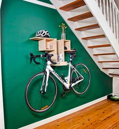 How to make a bike rack shelf to store your bike safely inside. It's not just a hook, but also a shelving system that holds your cycling accessories as well. So get on your bike and give it a go! Diy Bike Rack, Bike Hooks, Bike Hanger, Bike Shelf, Bicycle Rack, Rack Shelf, Diy Rack, Indoor Bike Storage, Bicycle Storage