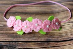 Pink felt flower garland headband por muffintopsandtutus en Etsy