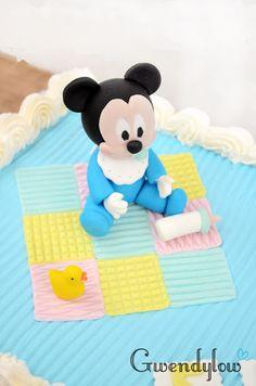 Cómo hacer un Mickey Mouse bebé con fondant para una tarta