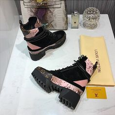 Louis Vuitton Boots, Lv Bags, Miu Miu Ballet Flats, Bella, Heaven, Stuff To Buy, Shoes, Style, Art