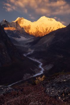 Everest And Lhotse Overlooking the Kharta River Valley [oc] [1336x2000]