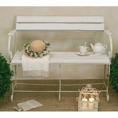 Divanetto panchina bianca shabby chic - Etnico Outlet mobili etnici http://www.etnicoutlet.it/epages/990152284.sf/it_IT/?ObjectPath=/Shops/990152284/Products/LX050010