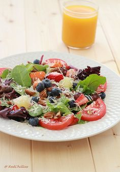 Spring Berry Salad, healthy and delicious. Spring Salad, Summer Salads, Spring Food, Healthy Snacks, Healthy Eating, Healthy Recipes, Vegetarian Recipes, Clean Recipes, Cooking Recipes