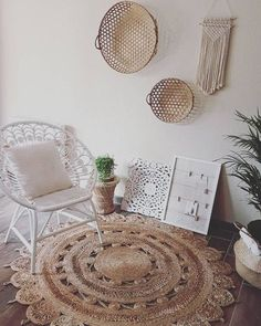 If you love the boho vibe, these 10 rugs will be a great addition to your room to bring the place together. Whether you want colour, patterns, white or crochet, we have you covered! Bohemian Bedroom Decor, Room Decor Bedroom, Candy Bar Vintage, Braided Area Rugs, Boho Chic, Uni Room, Deco Boheme, Boho Kitchen, Boho Bathroom