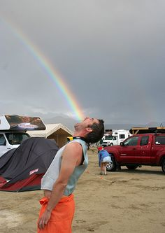 Taste the Rainbow, Unbelievable Forced Perspective Photography - creative photos, fun photography ideas, perspective photos Forced Perspective Photography, Perspective Photos, Experimental Photography, Conceptual Photography, Photo Illusion, Illusion Fotografie, Photo Usa, Cool Pictures, Cool Photos