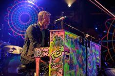 Chris Martin von Coldplay im Verizon Center in Washington, D.C. an einem eher ungewöhnlichen Klavier!