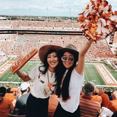 Pin | @sthaboutlara | Something About Lara High School Football Games, College Game Days, College Football, College Life, Cute Friends, Best Friends, Tailgate Outfit, Tailgating Outfits, I Love School