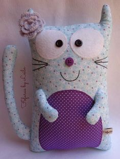 Cute softies to copy Fabric Toys, Fabric Crafts, Sewing Crafts, Sewing Projects, Fabric Animals, Sewing Dolls, Cat Crafts, Animal Pillows, Soft Dolls