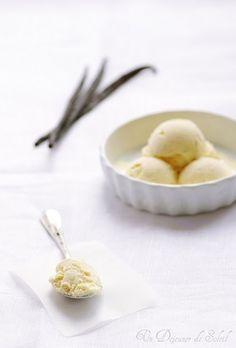 Glace à la vanille crémeuse grâce au lait concentré. On peut la réaliser sans sorbetière.