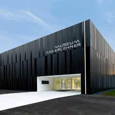 Museum Wels / Thalheim - Museum Angerlehner Parque Industrial, Industrial Architecture, Factory Architecture, Facade Architecture, Building Exterior, Building Design, Facade Design, Exterior Design, Retail Facade