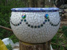 large mosaic urn made from tile and glass, crafts, tiling