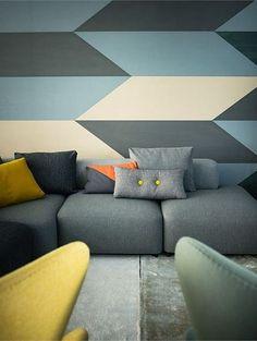 Geometrisch behang in de woonkamer - Woontrend: 20 geometrische vormen van Pinterest